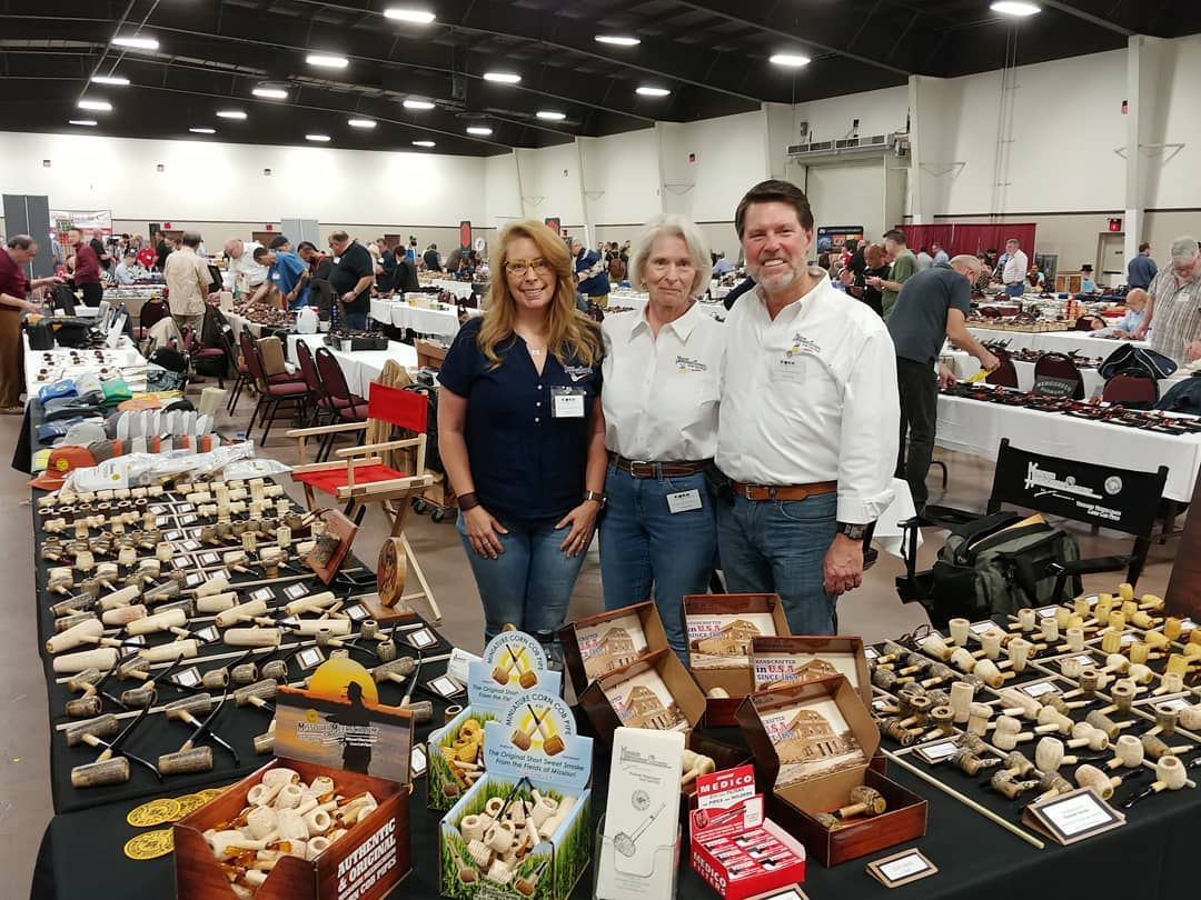 Missouri Meerschaum Enjoys Meeting Customers at Pipe Shows!